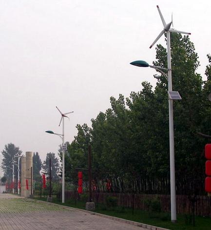 风光互补路灯从两方面与市电路灯相比