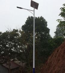 【案例】 湖南省怀化市6米太阳能路灯安装成功案例